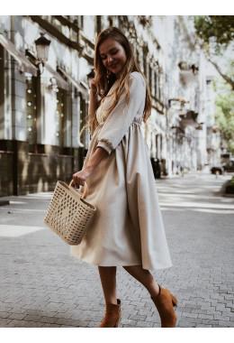 Стильное платье бежевого цвета