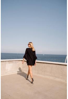 Платье черное с рукавами с широкими воланами