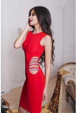 Коктейльное красное платье с вырезом