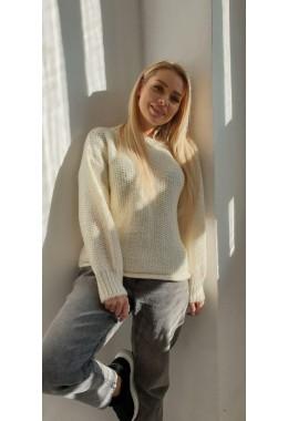 Модный белый женский свитер