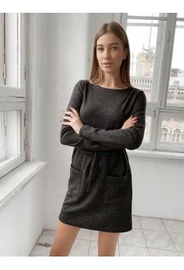 Теплое платье с карманами черного цвета