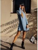 Свободное платье с кружевом голубого цвета