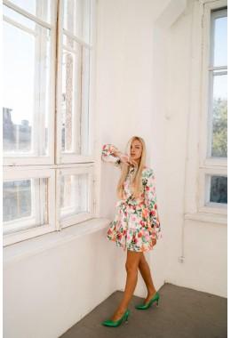 Модное принтованное платье с рукавами молочного цвета