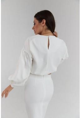 Элегантный белый юбочный костюм