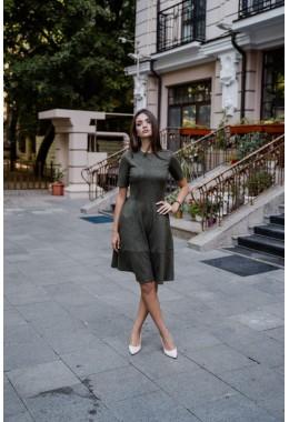 Замшевое хаки платье с коротким рукавом