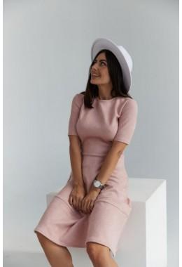 Замшевое пудровое платье с коротким рукавом