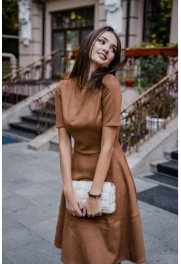 Замшевое рыжее платье с коротким рукавом