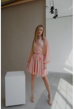 Шелковое платье на запах персикового цвета