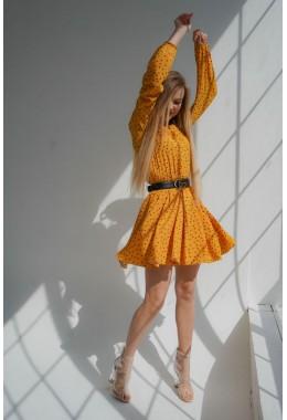 Легкое желтое платье в мелкий горошек