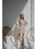 Нежное белое платье с кружевом