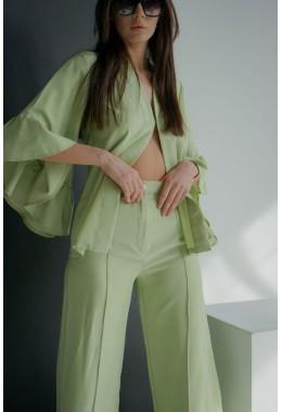 Модный легкий оливковый костюм