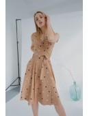 Милое платье на запах цвета беж