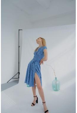 Милое платье на запах голубого цвета
