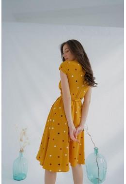 Милое платье на запах желтого цвета