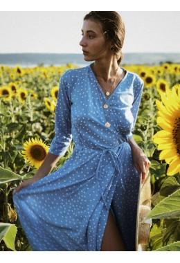 Легкое платье на запах цвета голубое
