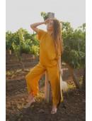 Легкий летний костюм цвета горчица