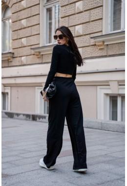 Спортивный костюм со свободными штанами черного цвета