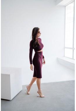 Трикотажный юбочный костюм бордового цвета