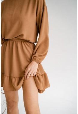 Модное платье с оборкой кирпичного цвета