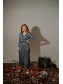Длинное нарядное платье на запах синего цвета