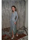 Длинное нарядное платье на запах голубого цвета