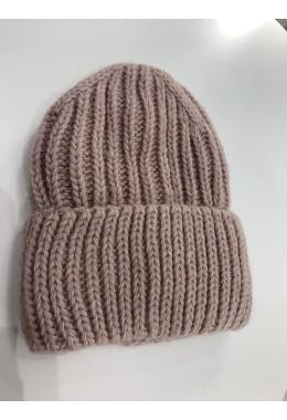 Теплая вязанная шапка пудровая №10