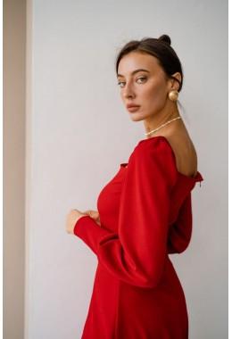 Очаровательное платье красного цвета