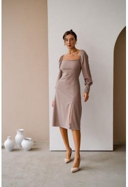Очаровательное платье бежевого цвета