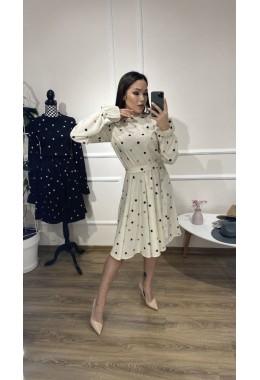 Милое платье в горошек молочного цвета