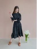 Стильное весеннее платье черного цвета