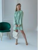 Оригинальное платье со сборками фисташкового цвета