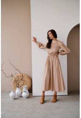 Длинное платье в пол бежевого цвета
