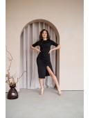 Платье с разрезом по ноге черное