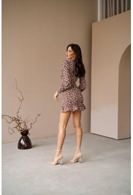 Платье с рюшей цвета капучино