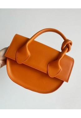 Модная маленькая сумка рыжего цвета