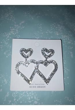 Стильные серьги сердечки под серебро