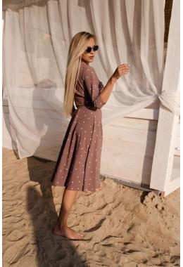 Легкое платье на запах цвета пыльная роза в редкий горох