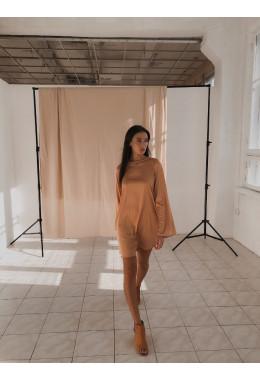 Шелковое платье золотого цвета
