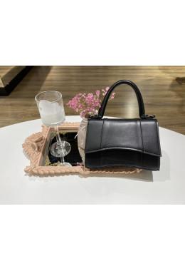 Небольшая компактная черная сумочка