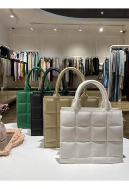 Модная белая сумочка