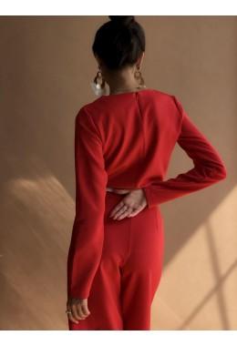 Оригинальный красный брючный костюм