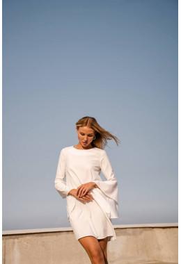 Платье белое с рукавами с широкими воланами