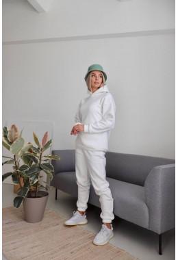 Теплый костюм молочного цвета