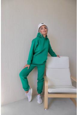 Теплый костюм зеленого цвета