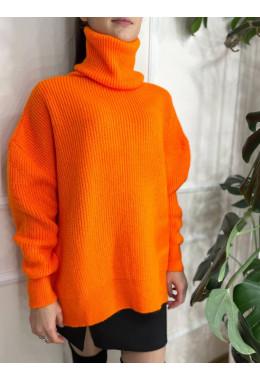 Свитер под горло оранжевого цвета