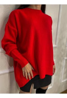Приятный теплый свитер красный
