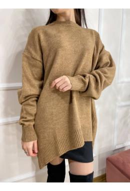 Приятный теплый свитер цвета кэмел