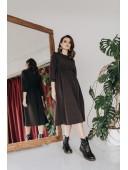Сдержанное платье миди длины
