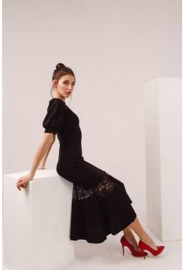 Вечернее платье с поясом в черном цвете