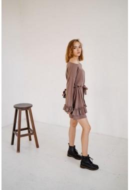 Теплое платье с рюшами бежевое